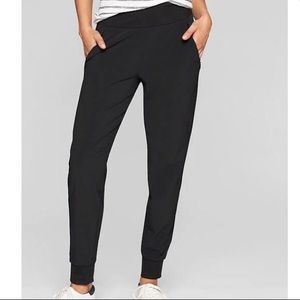 Athleta Pants - VEUC Athleta black Soho Jogger Pant size 12